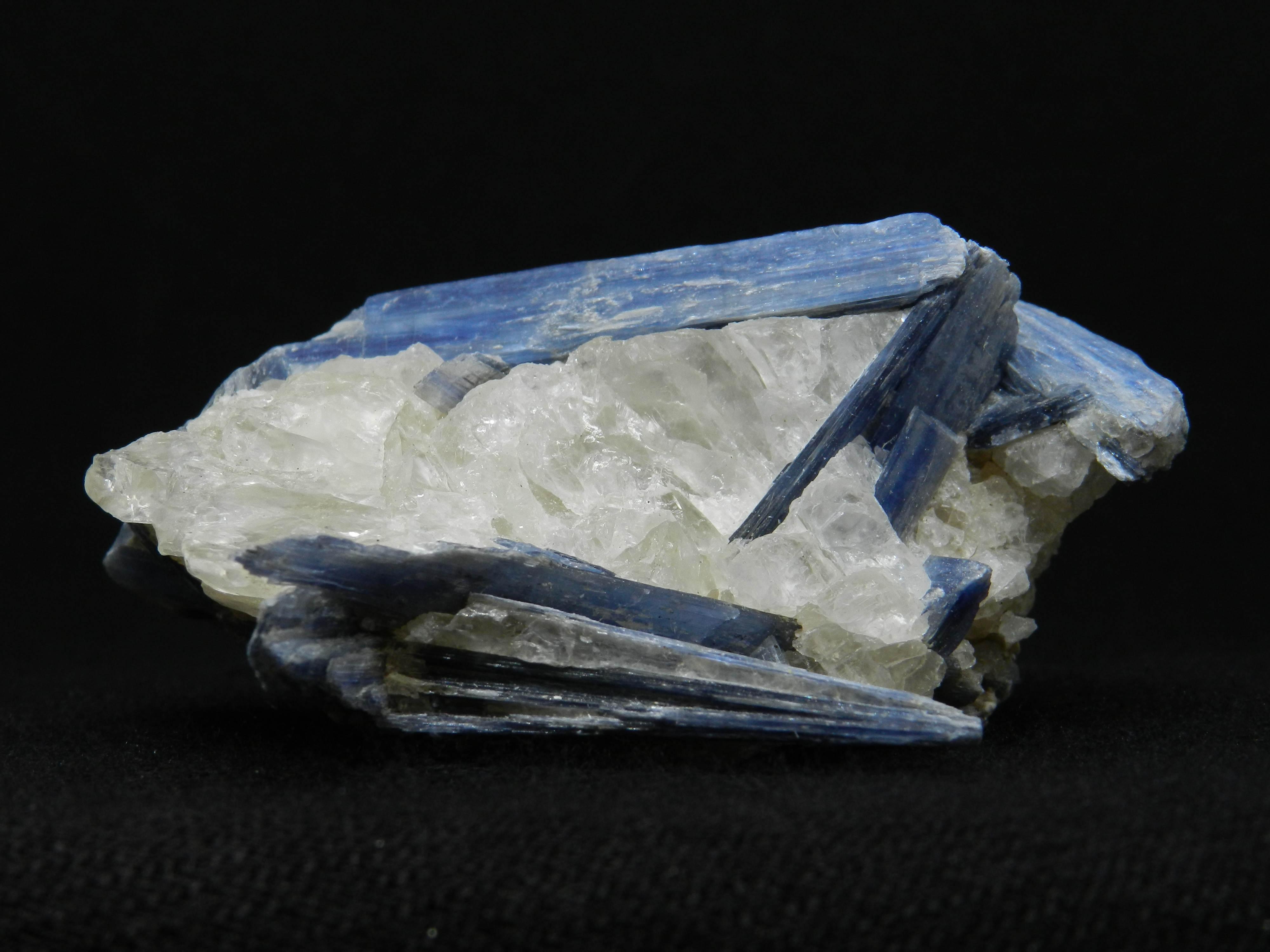 Close up image of Blue Kyanite