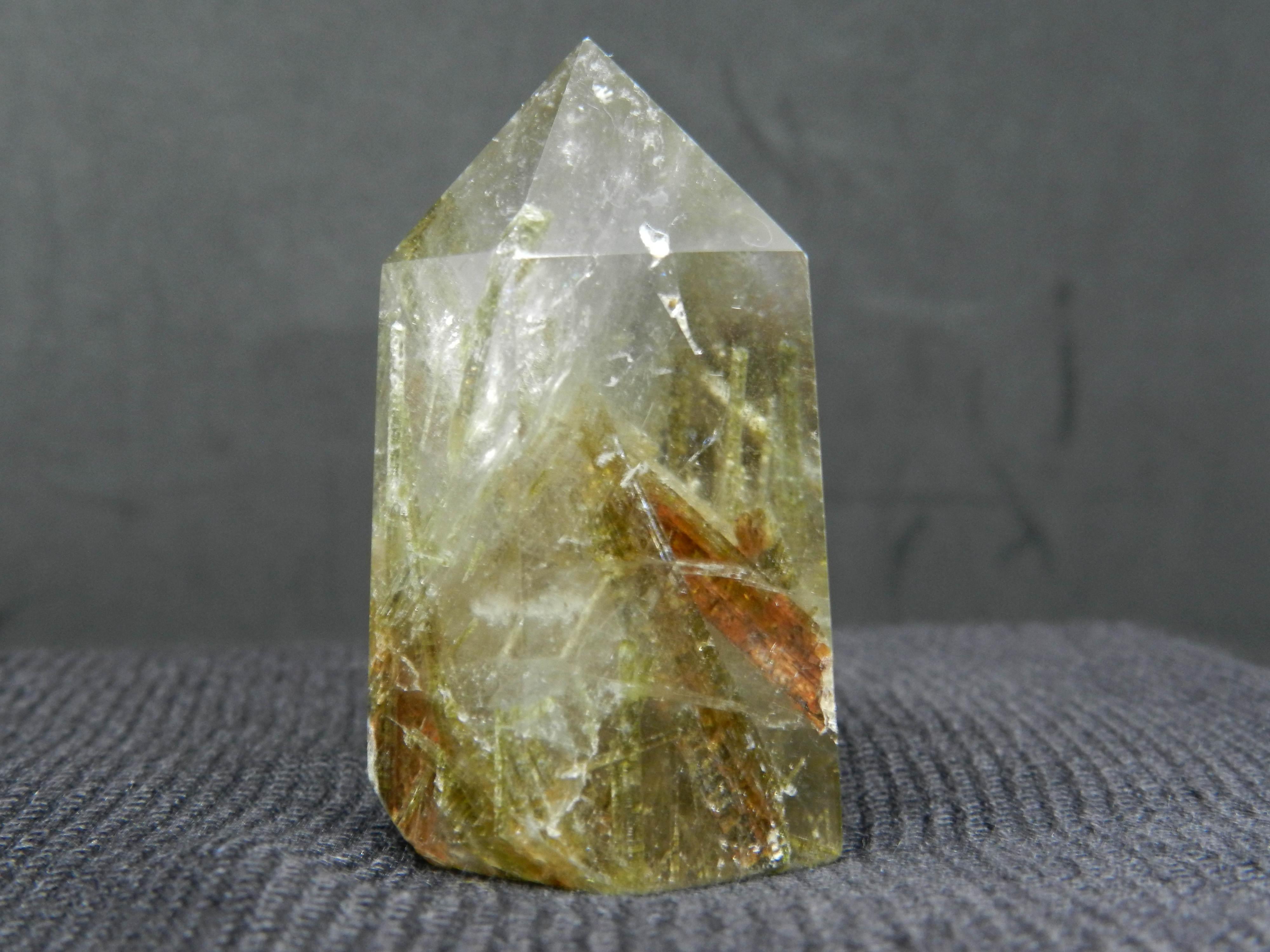 Close up image of Quartz w. Tourmaline