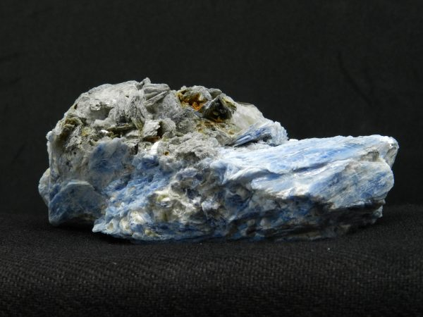 Detailed side image of Kyanite