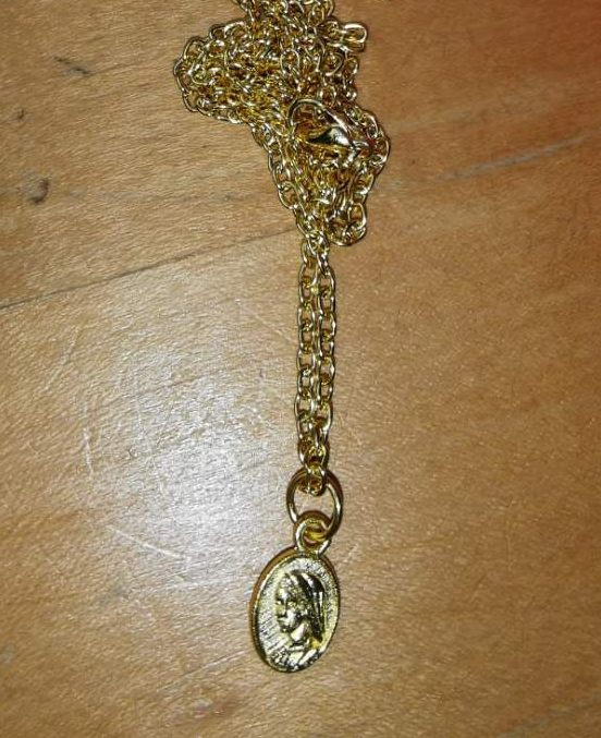 pendant on chain front